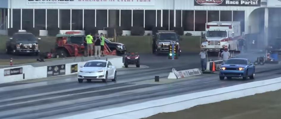 Электромобиль против бензинового: Tesla P100D и 900-сильный Dodge Hellcat