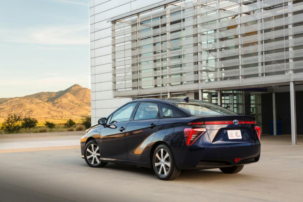Светлое будущее. Почему водородная Toyota Mirai лучше электромобиля и не только