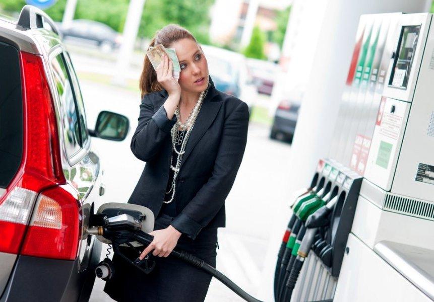 АЗС начали резко поднимать цены набензин