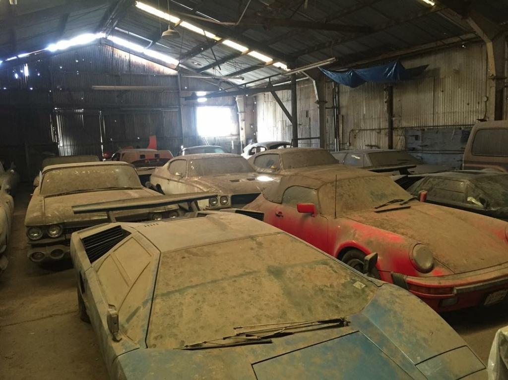 Эксклюзивные суперкары обнаружили на заброшенном складе