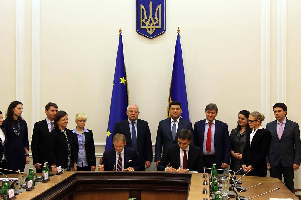 Украина иЕИБ подписали соглашение поразвитию муниципального транспорта