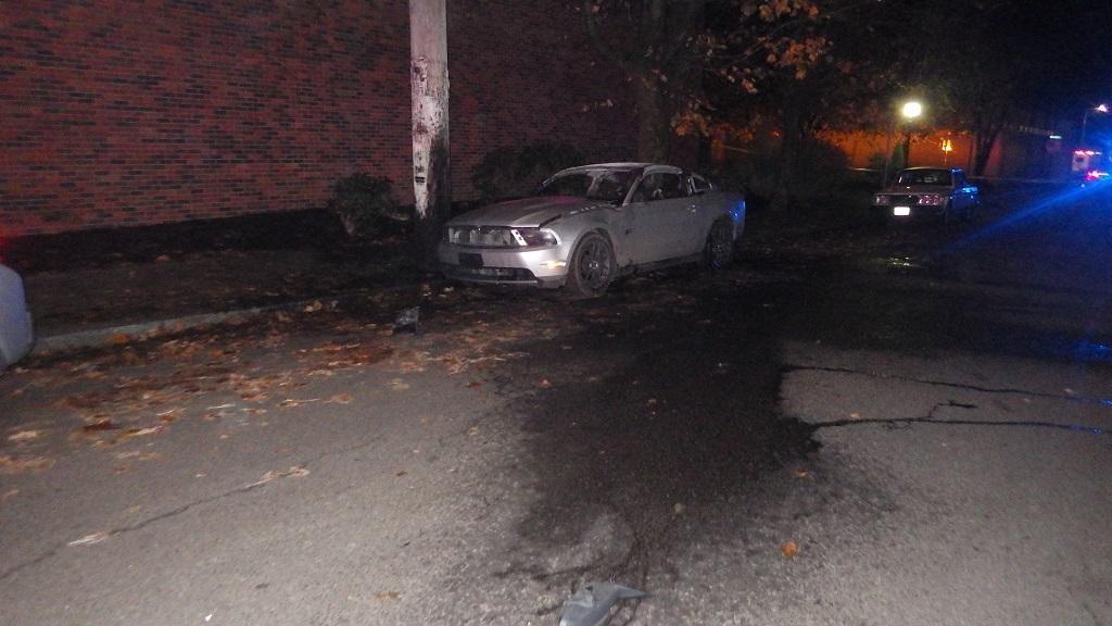 Припаркованный Ford Mustang стал жертвой политических баталий