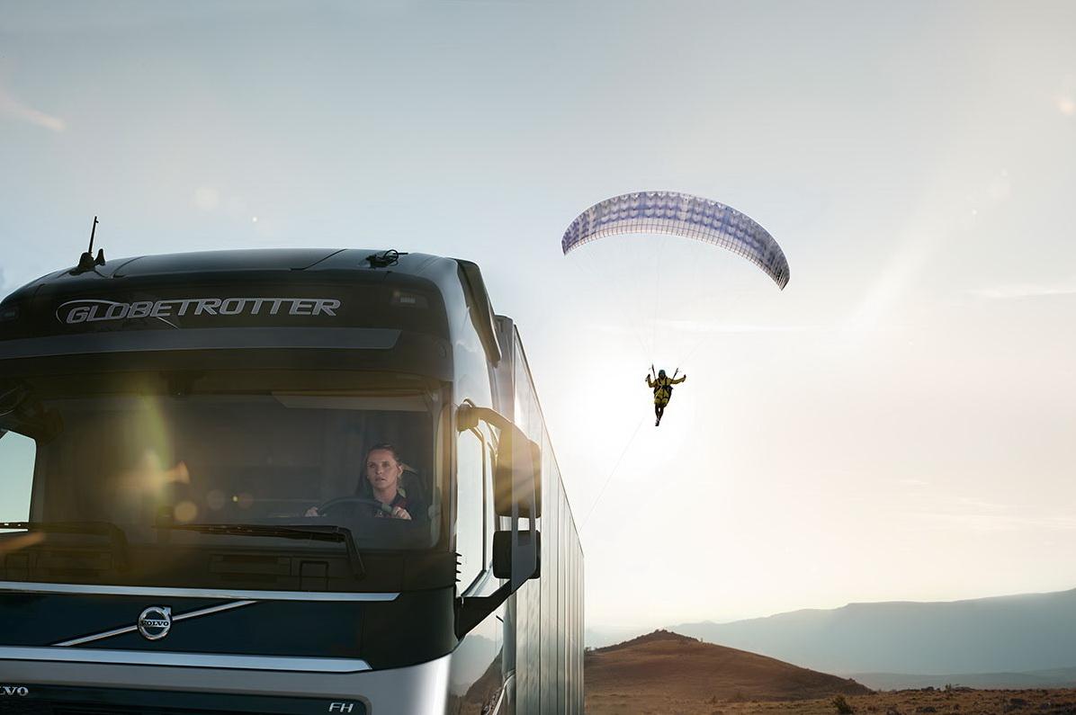 видеоролик Volvo Trucks под названием «The Flying Passenger» («Летающий пассажир»)