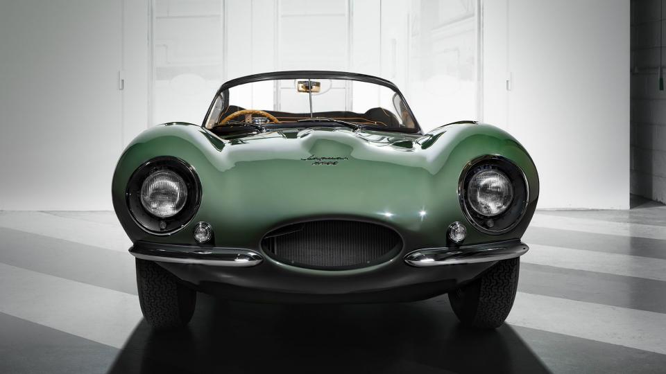 Первый в мире суперкар Jaguar XKSS воскресили для 9 богачей