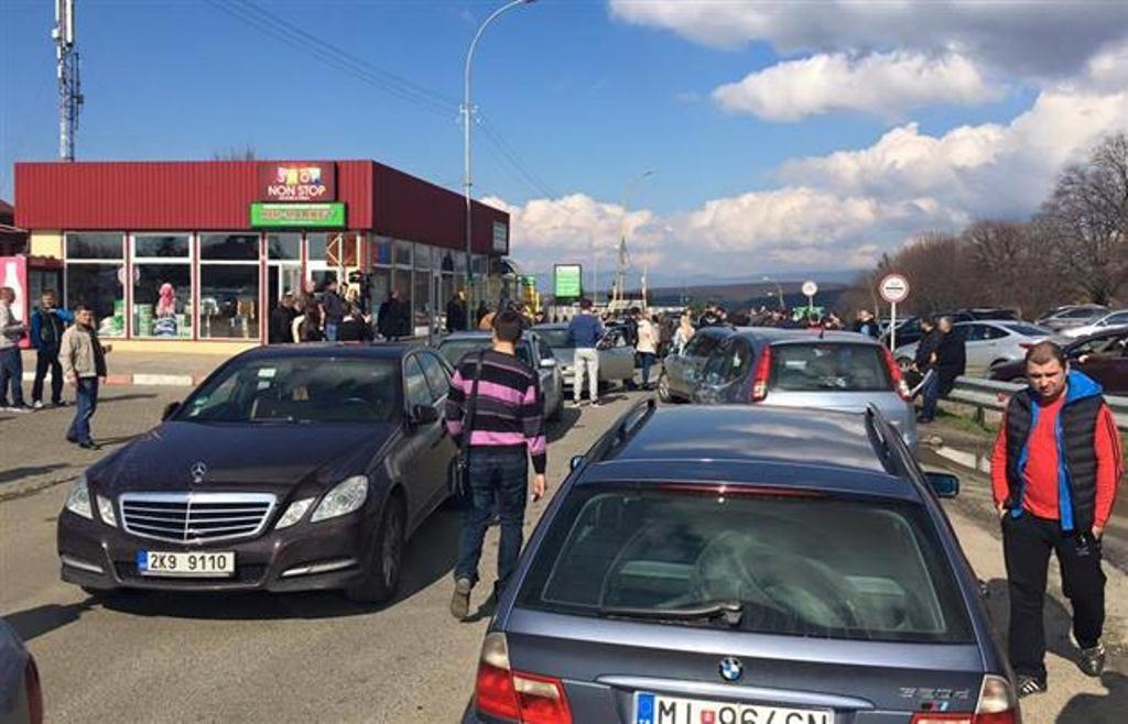 Владельцы авто с иностранными номерами устроили конфликт на границе