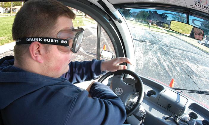 Воспитанники крупнейших автошкол пройдут тренинги в«пьяных» очках