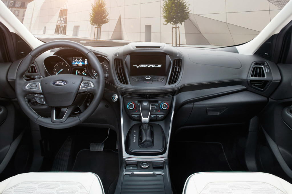 На тесте «Автоцентра» - топовый кроссовер Ford Kuga Vignale