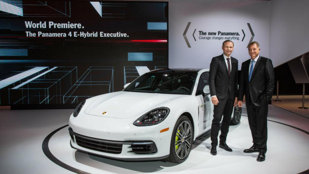 Удлиненный Porsche Panamera и гоночный Porsche 911 представили в США