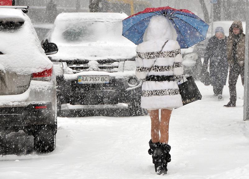 Снегопад вКиеве. Город стал впробках, КГГА призывает пересесть наметро
