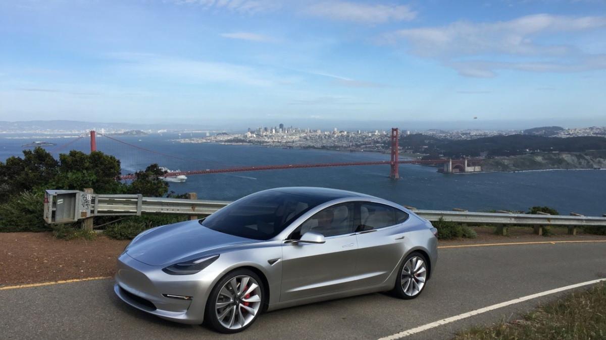 Электромобиль Tesla Model 3 2017 – первые официальные фото интерьера