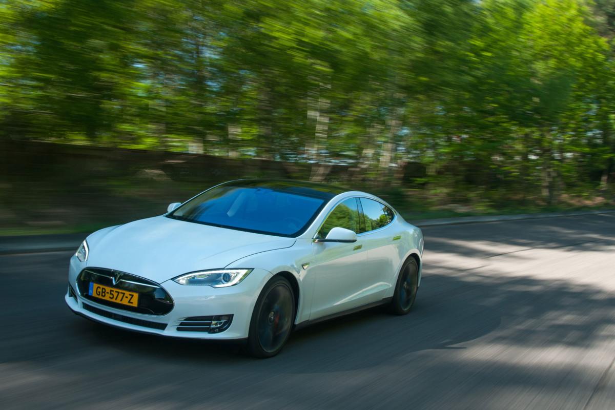 Автопилот Tesla способен предсказывать аварии