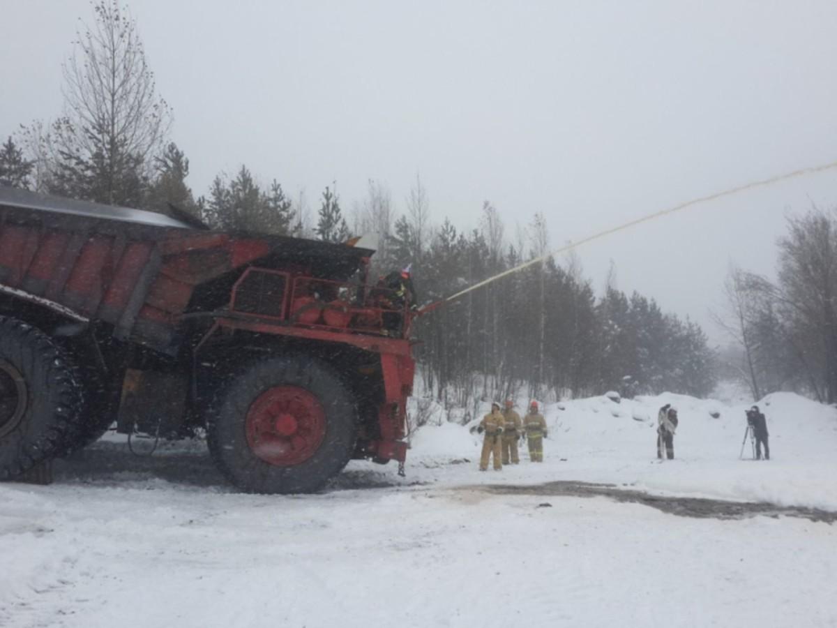 Карьерный самосвал превратили в пожарный автомобиль