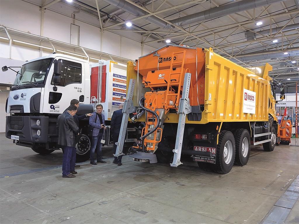 Коммунальная и дорожно-строительная техника на базе грузовиков Ford Trucks