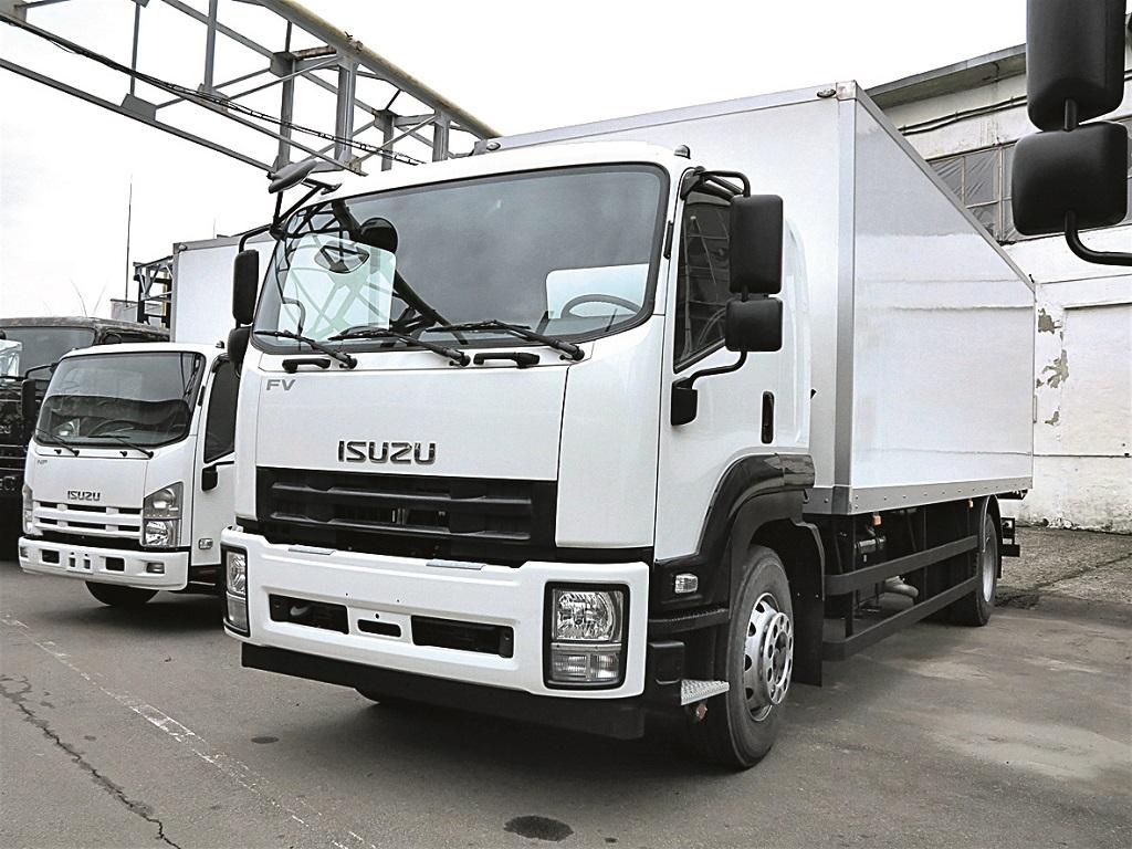 ISUZU FVR34 c промтоварным фургоном длиной 7400 мм и грузоподъемностью 10 500 кг.