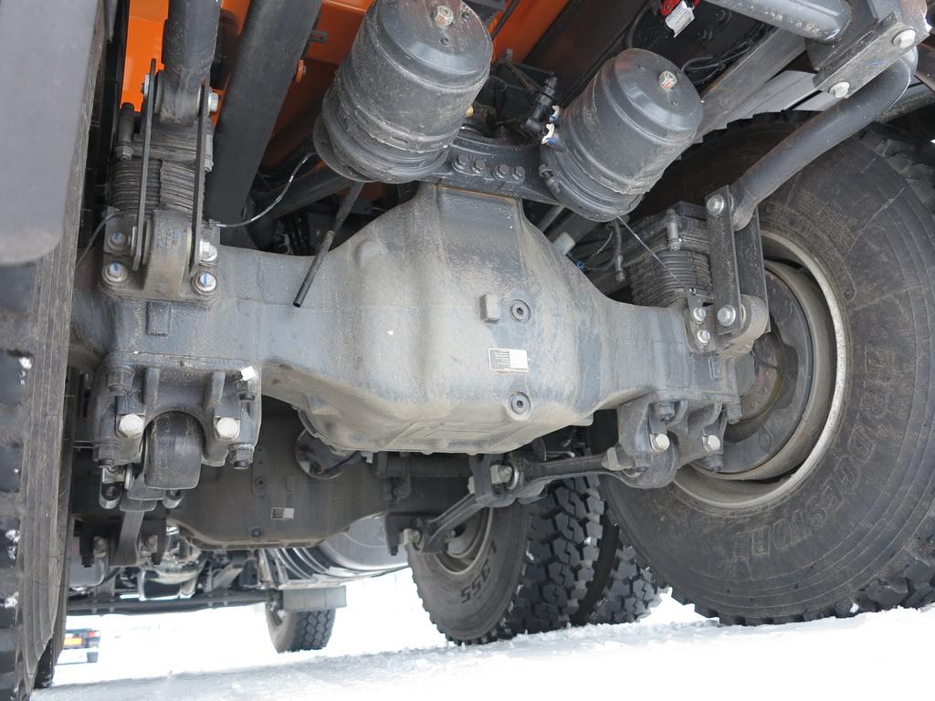 Усиленные задние мосты - с подвеской колес Xtrem, рассчитаны на нагрузку до 38 т