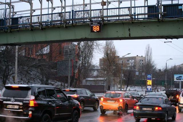 В Киеве появилось электронное табло, показывающее скорость авто