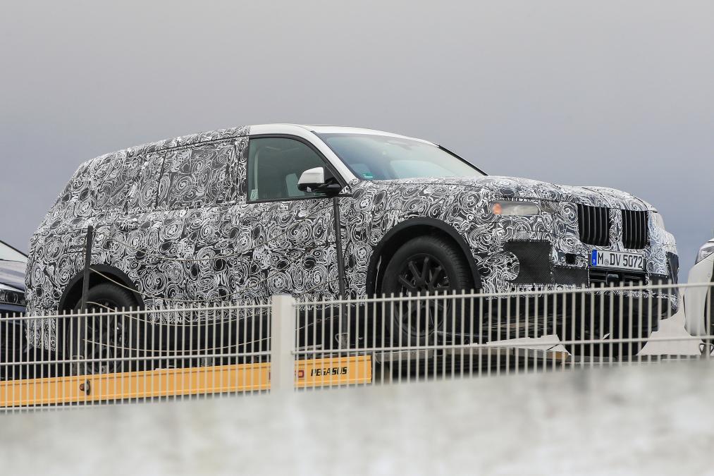 Семиместный кроссовер BMW X7 – новые подробности