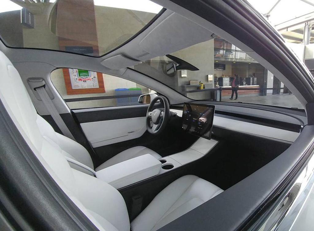 Доступный электромобиль Tesla запускают в производство