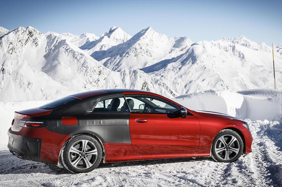 Компания Мерседес-Бенс  официально презентовала новое купе E-Class