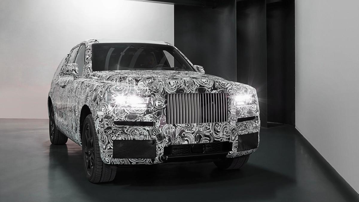 Rolls-Royce Cullinan 2018: первые фото салона кроссовера Роллс-Ройс