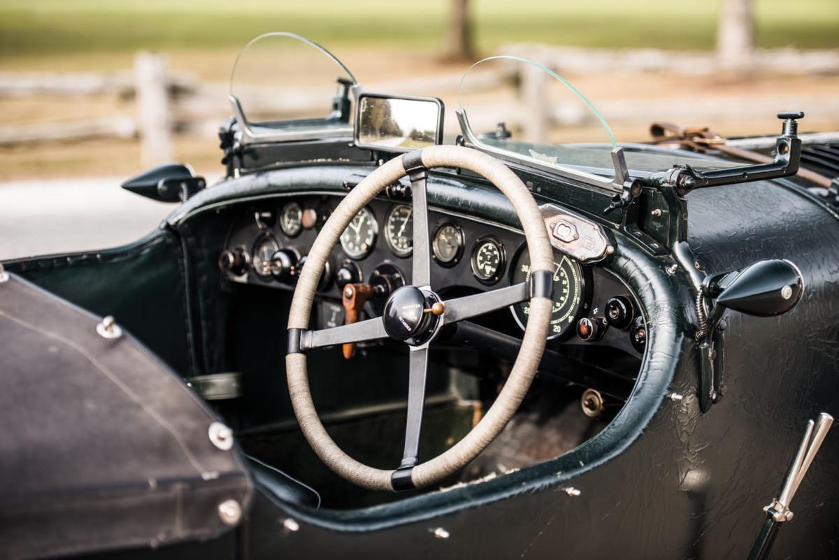 90-летний спорткар Bentley продадут за $7 млн.