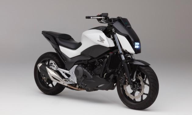 Новый мотоцикл Хонда сам поддерживает равновесие