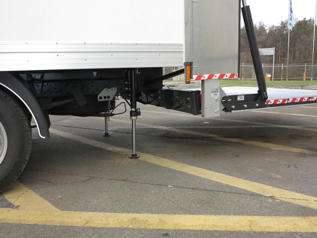 Выносные гидроборы стабилизируют кузов во время работы с гидробортом