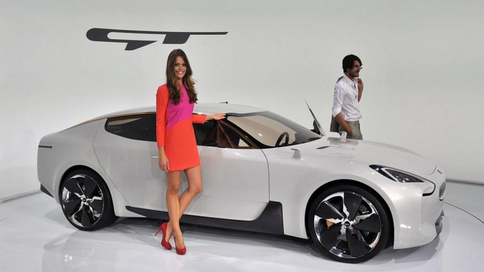 Всети интернет  представили видеотизер самого быстрого  автомобиля Киа  GT2018