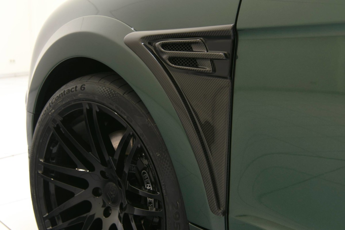 Кроссовер Bentley Bentayga примерил военную форму