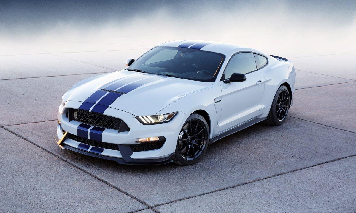 Форд выпустит 13 авто сэлектромотором