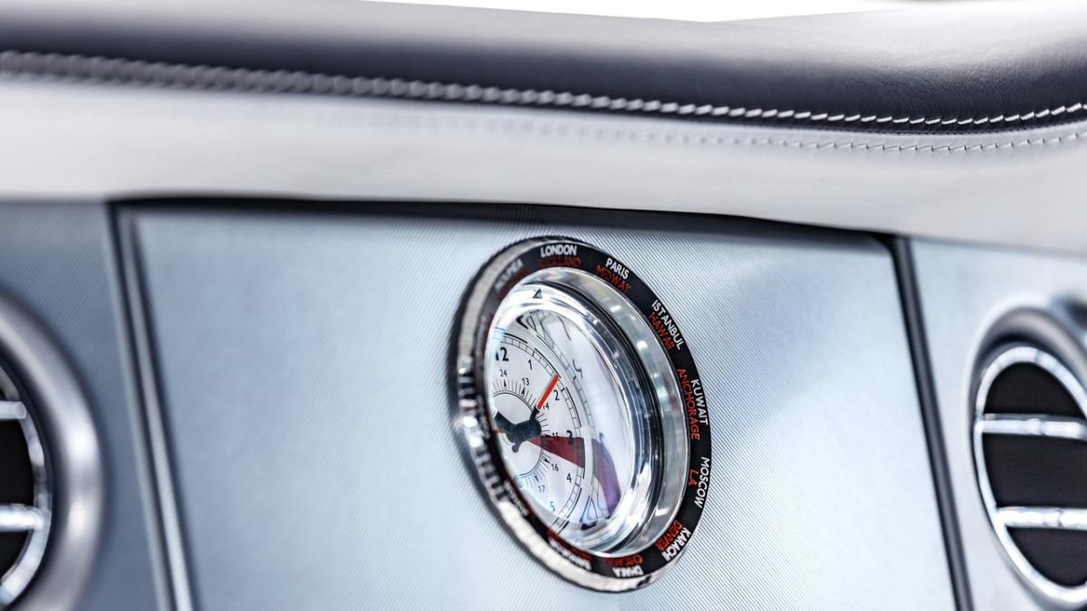 Rolls-Royce показал олигархам прощальный Phantom