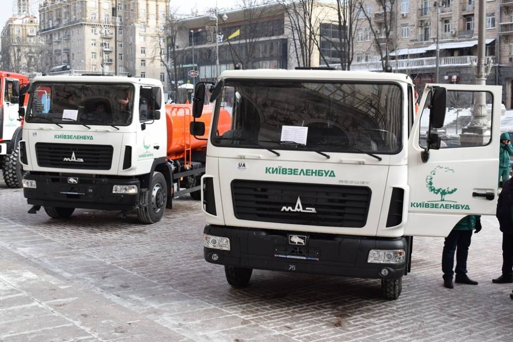 Новейшая спецтехника МАЗ из автопарка Киевзеленбуд