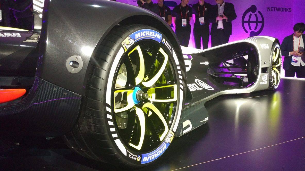 Навыставке MWC представили прототип беспилотного гоночного болида