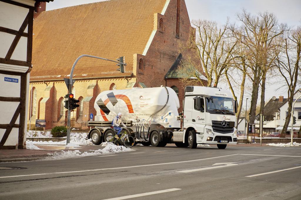 Супер-безопасный грузовик Mercedes-Benz Actros