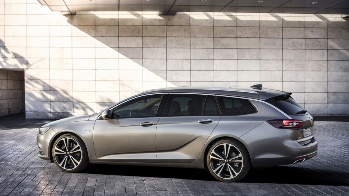 Новый универсал Opel Insignia 2017 – первые официальные фото