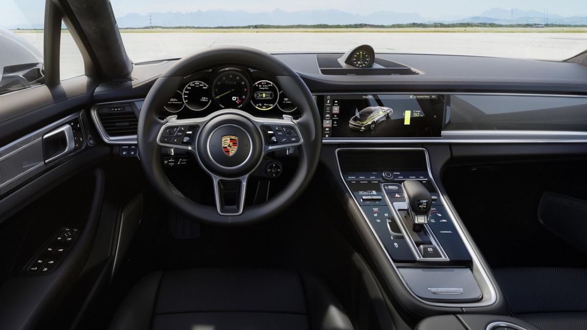 Гибрид Porsche Panamera получился самым мощным в линейке
