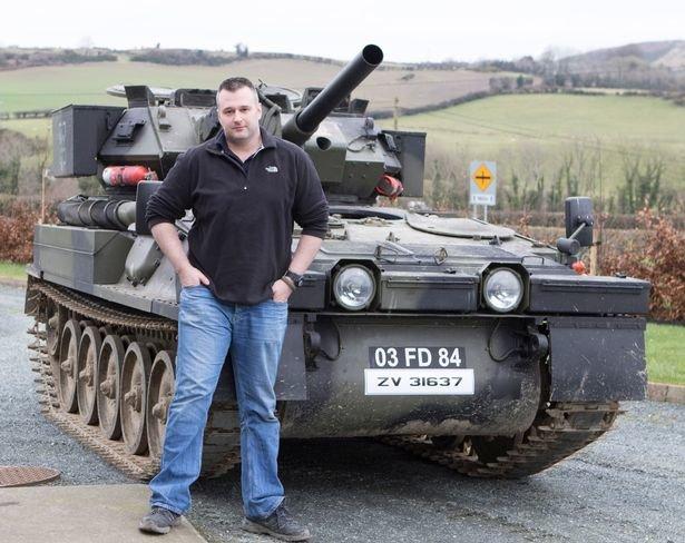 Любитель бронетехники купил танк для езды по магазинам