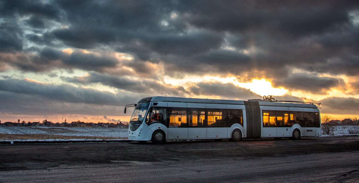 Гибридный троллейбус 43303А Vitovt Max Duo на дорогах Ровно