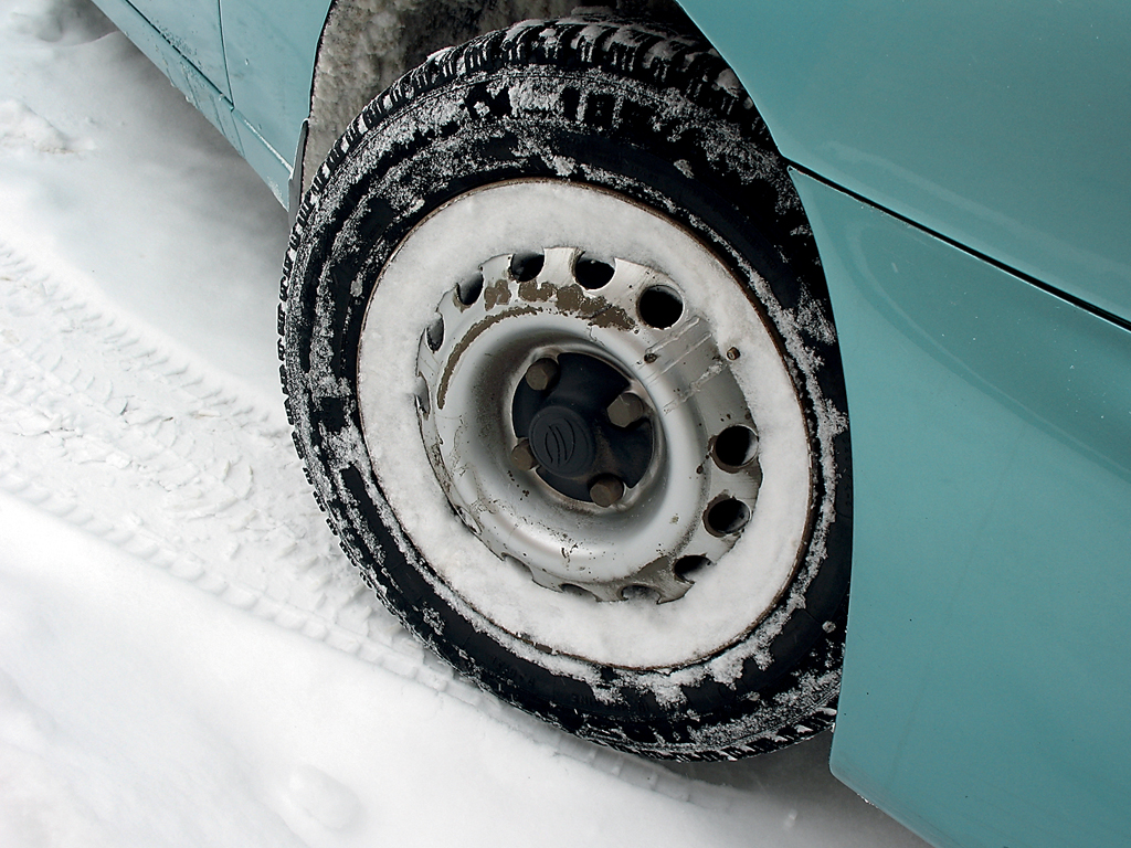 Как защитить авто от снега и мороза