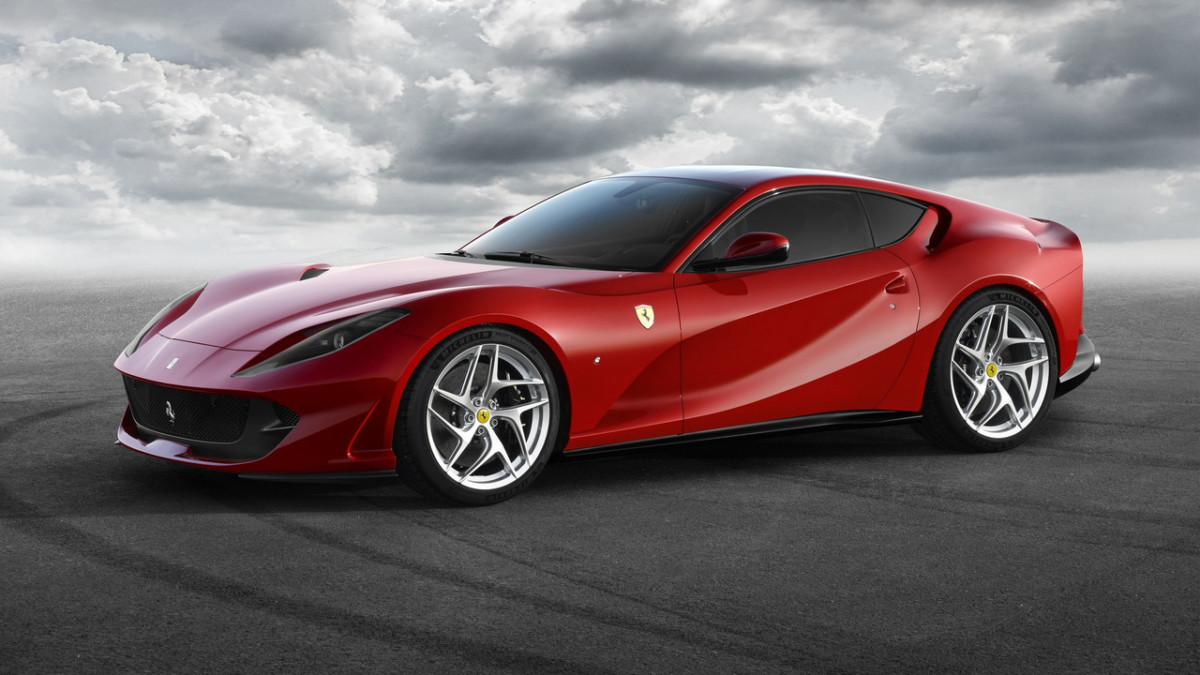 Суперкар Ferrari 812 Superfast рассекречен перед премьерой в Женеве