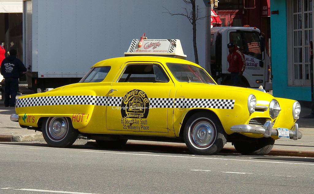Раритетный Studebaker 1950 в службе такси Нью-Йорка