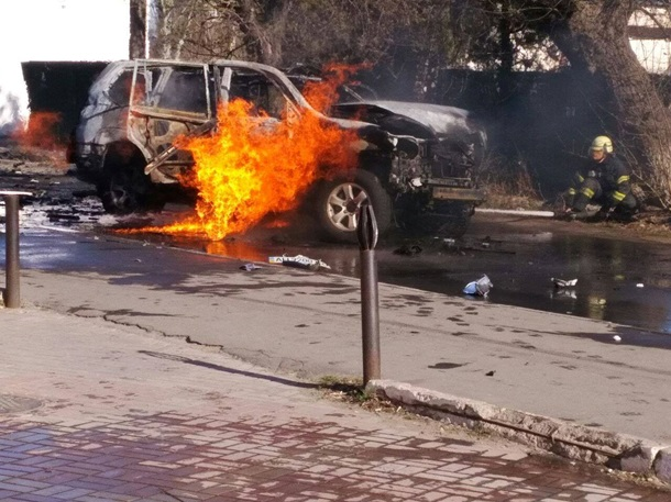 В Мариуполе взорвали автомобиль с офицером СБУ за рулем