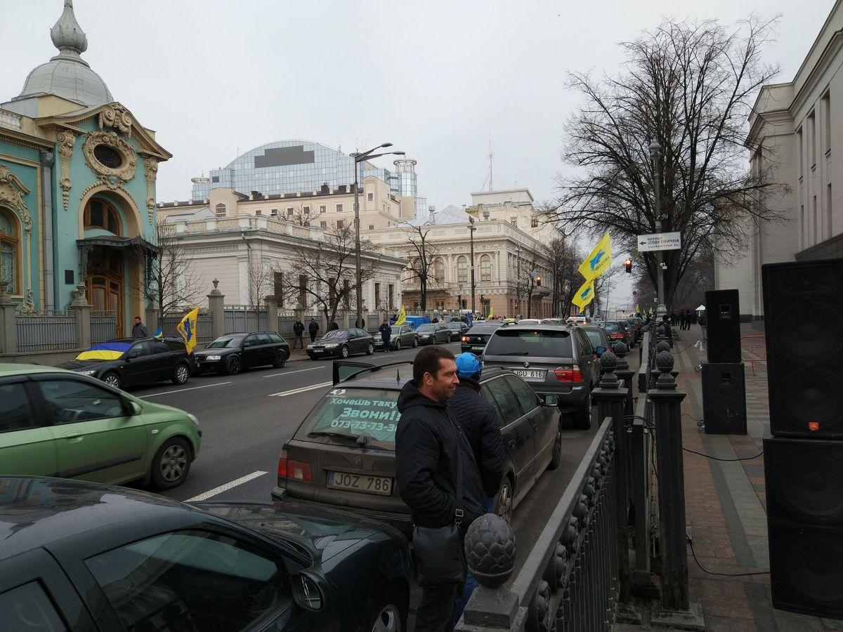 Под Верховной Радой требуют легализировать нерастаможенные авто