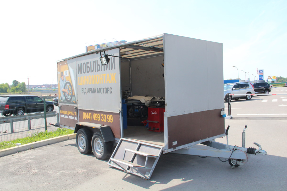 Для обслуживания корпоративных клиентов со своим парком машин созданы мобильные шиномонтажи, которые приезжают прямо к вам под офис