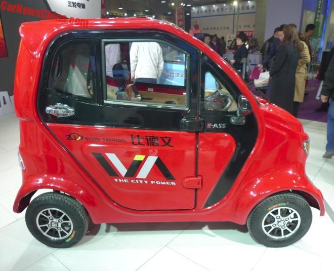 Китайская республика  представил миру необычайный  мини-электромобиль