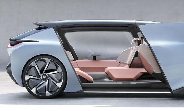 Китайская компания показала концепт-кар электрокара с постелью