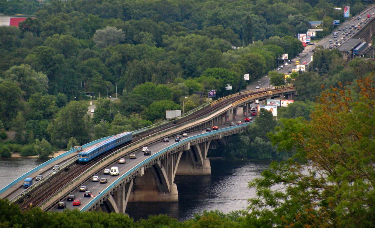 В Киеве сегодня снова ограничат движение по мосту Метро