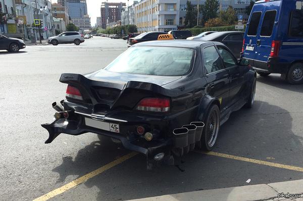 «Постапокалиптическое» такси в Екатеринбурге (Россия)