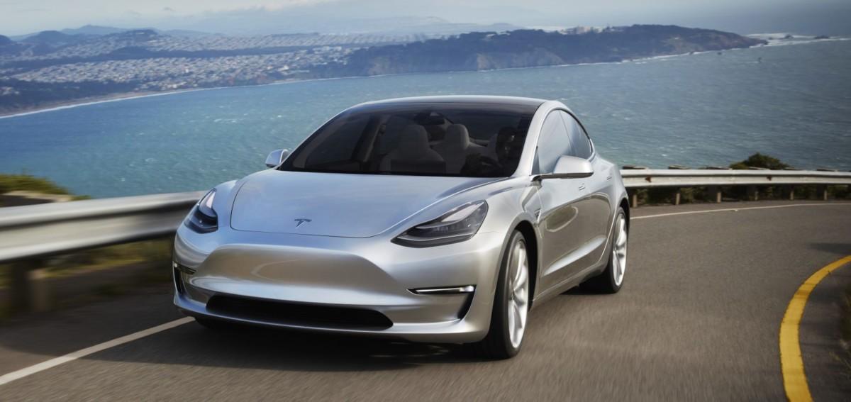 Tesla Model 3 станет первым серийным авто без панели приборов