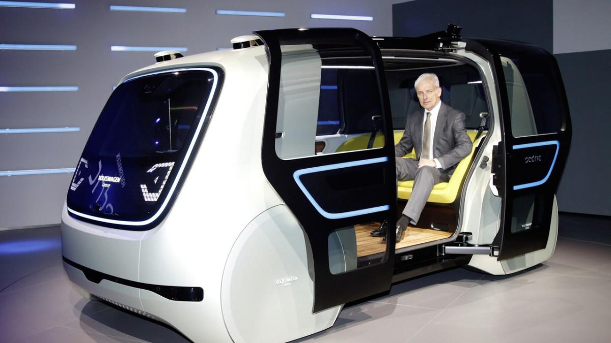 Volkswagen показал в Женеве авто без руля и педалей